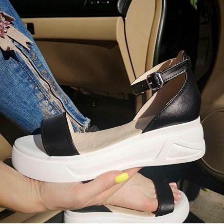 Босоножки женские черные кожаные на белой подошве 0214