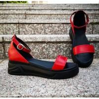 Босоножки женские красные кожаные на черной подошве 0216