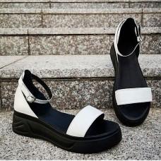 Босоножки женские белые кожаные на черной подошве 0219