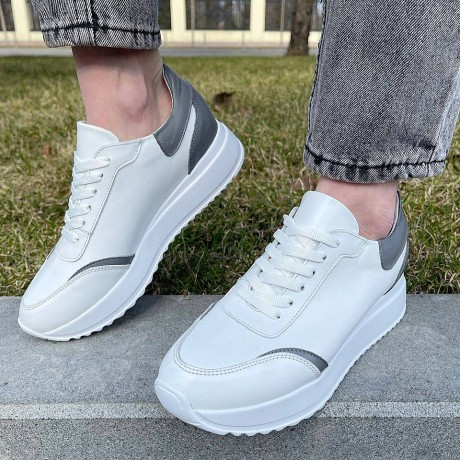 Кроссовки женские белые кожаные с серыми вставками 0340