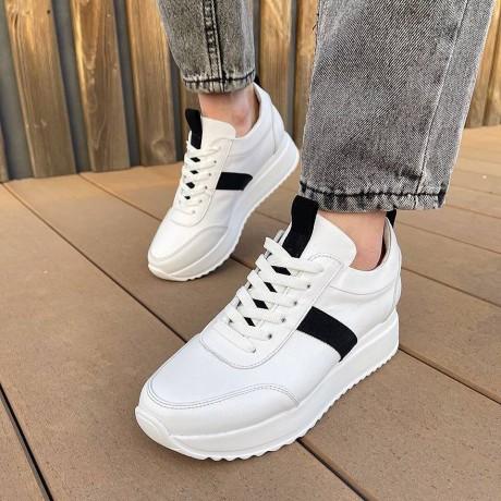 Кроссовки женские белые кожаные с черными замшевыми вставками 0343