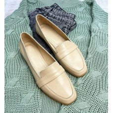 Лоферы женские молочные кожаные 0367