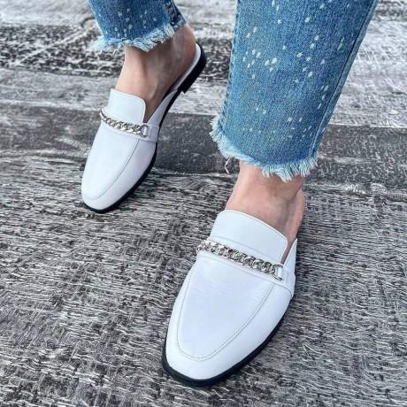 Мюли женские белые кожаные с цепочкой 0378