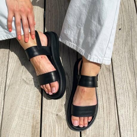Босоножки женские черные кожаные 0457