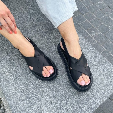 Босоножки женские черные кожаные 0460